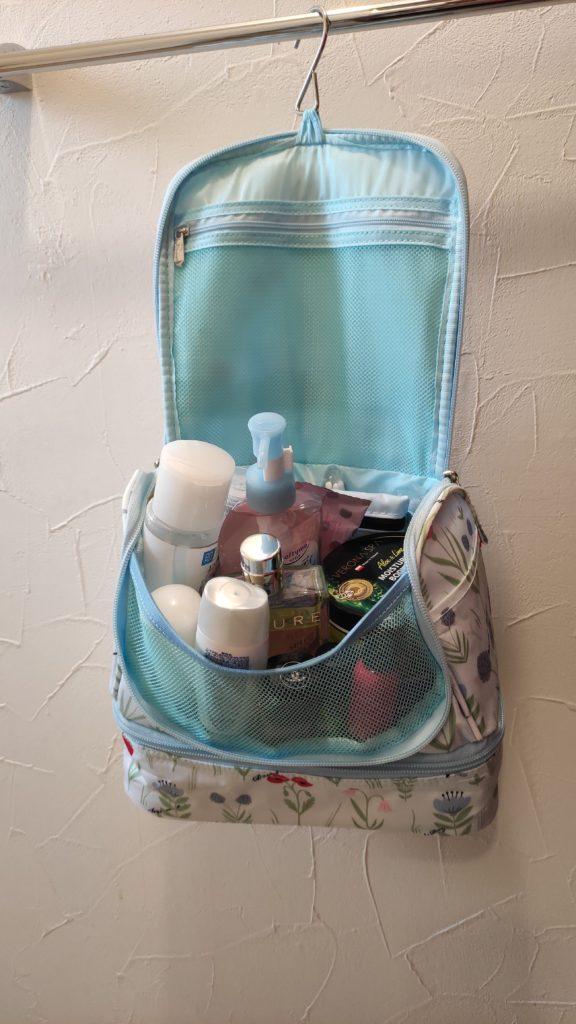 旅行用の吊り下げポーチ、バッグのおすすめ!使いやすい形です。