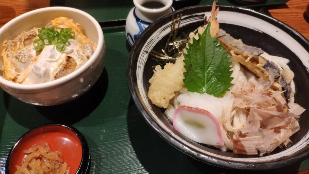 香川の高松駅の杵屋さんのうどんを食べました