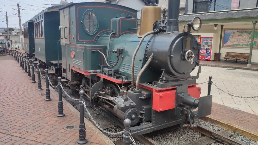 愛媛の道後温泉駅に停まっている、機関車