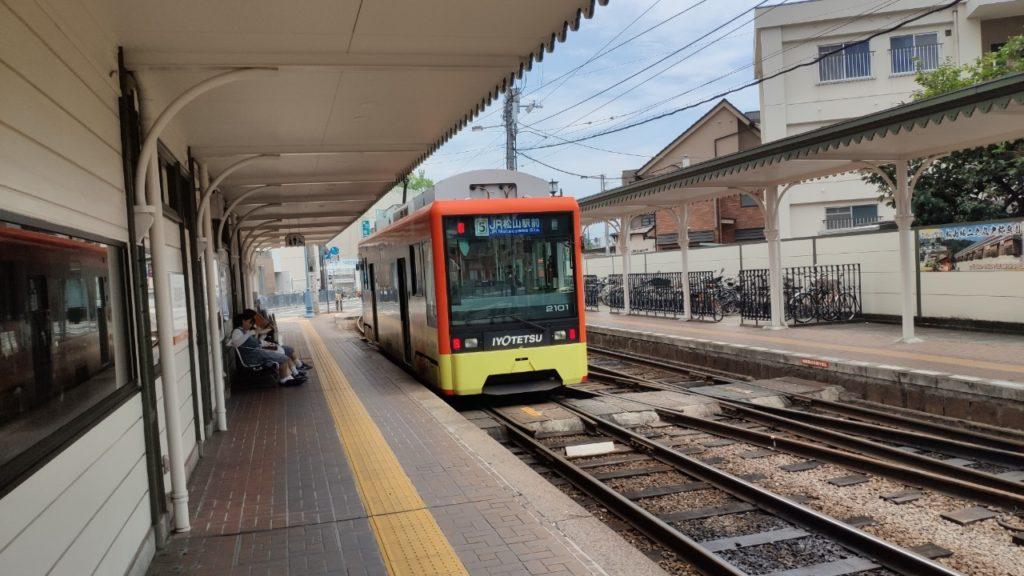 道後温泉駅 電車