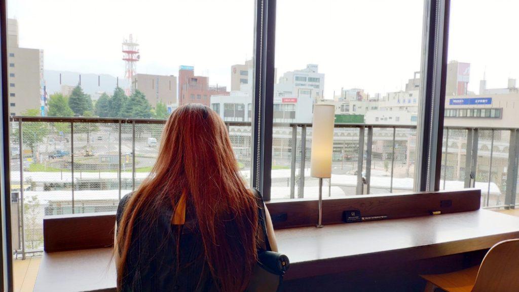 徳山駅の図書館施設に座ってみました
