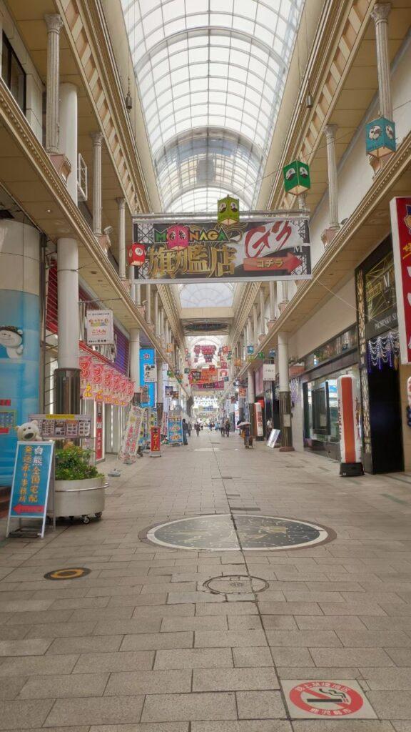 鹿児島むじゃき本店のある商店街の風景