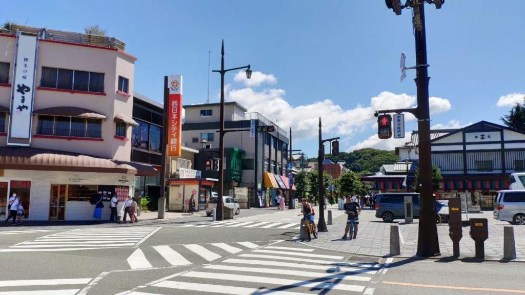 太宰府駅は交差点にあります