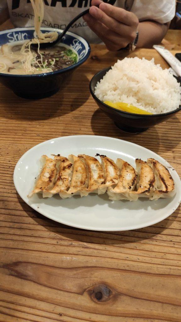博多ラーメンSHINSHINの餃子