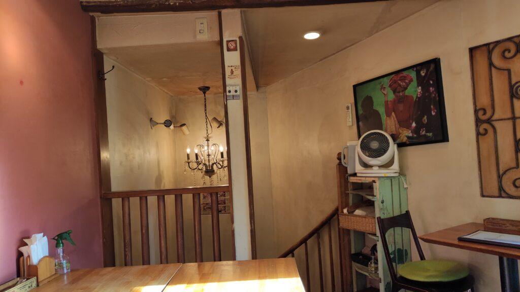 ヒマラヤカレーの店内の二階