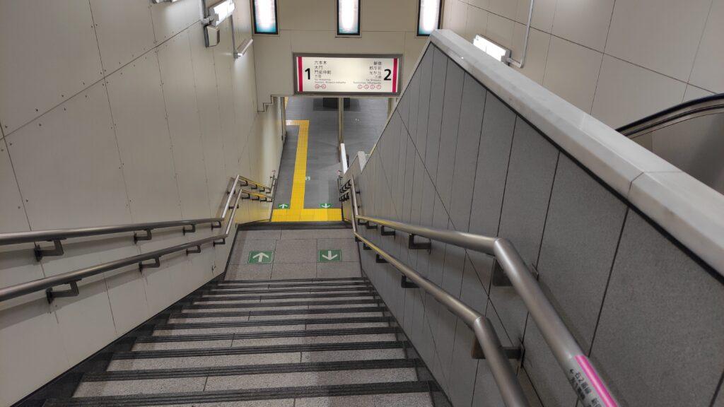 国立競技場前駅の階段