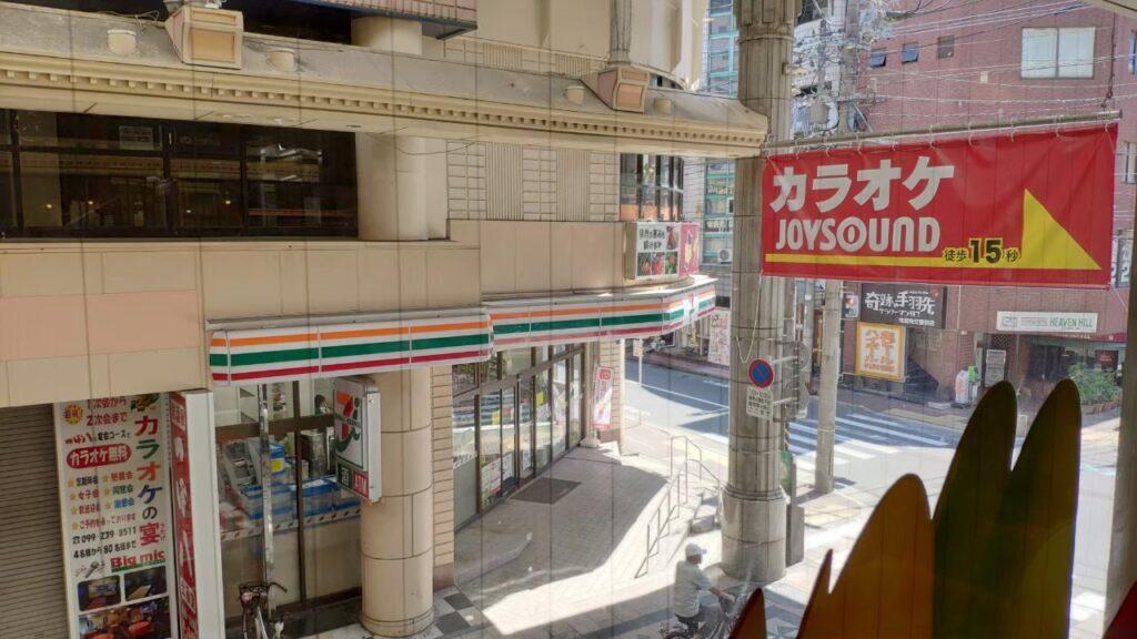 鹿児島むじゃきの店内から外を見た風景