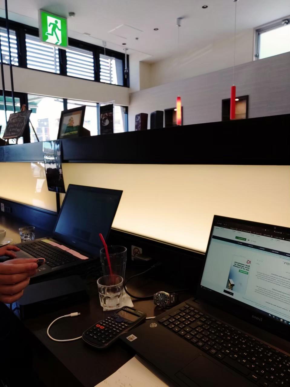 鹿児島市のカフェにてノマドワーク