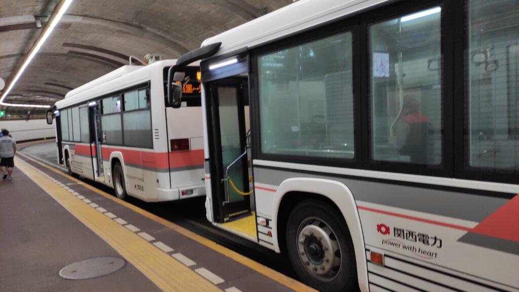 黒部ダム行の関西電力の電気バス