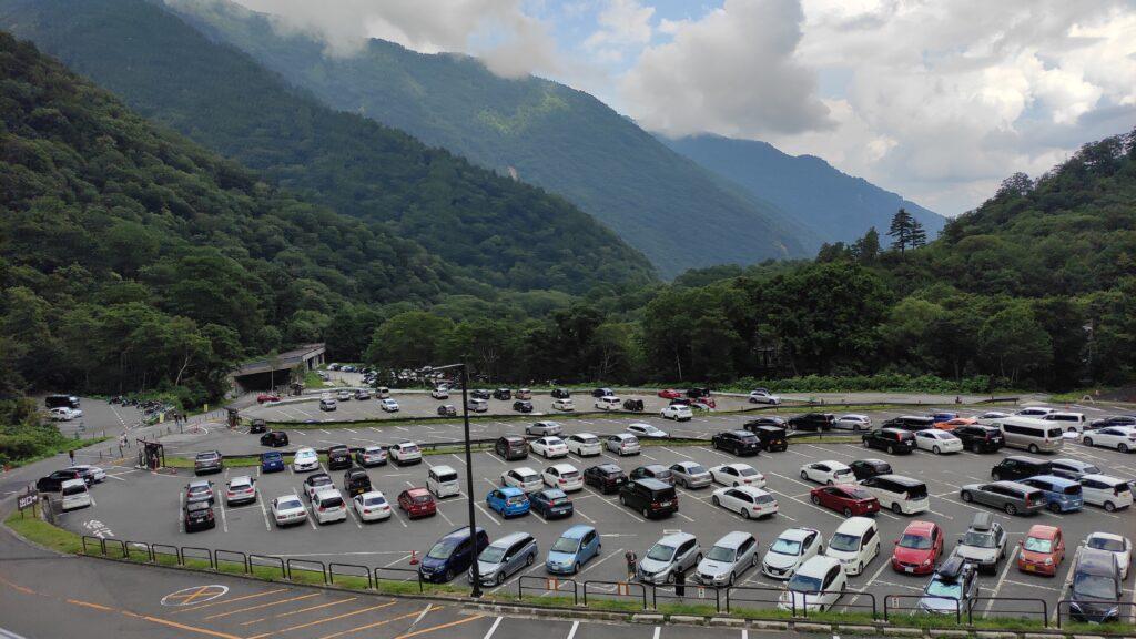 扇沢駅の有料駐車場